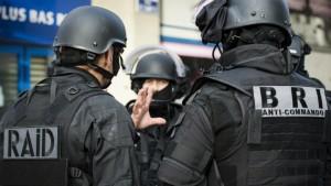 2411-Police-Saint-Denis.jpeg_0